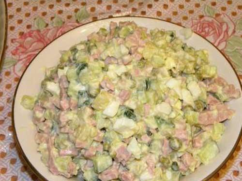 Зимний салат оливье с