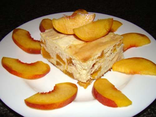 Творожная запеканка с консервированными персиками в духовке